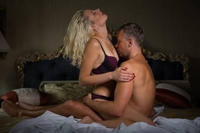 乳首責めの方法(道具未使用)